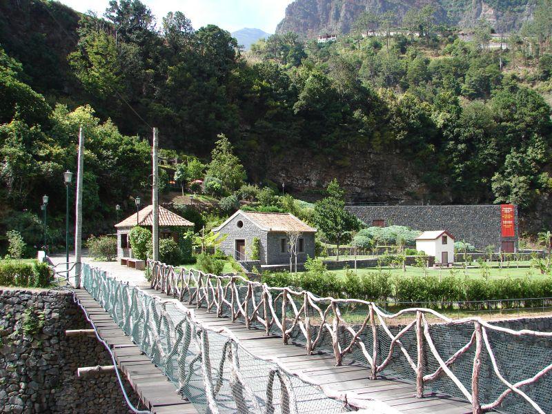 Grutas e Centro de Vulcanismo de São Vicente